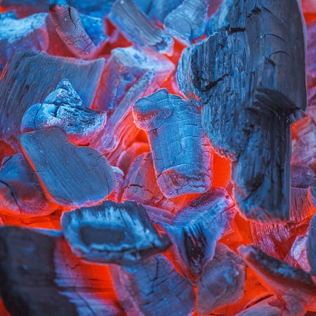 holzbriketts: Barbecue Charcoals mit Red Glow