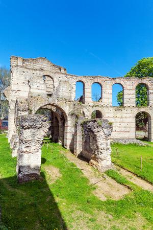 amphitheatre: Palais Gallien, Roman amphitheatre (2 c.), Bordeaux, France