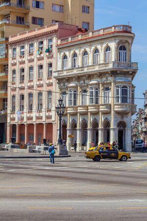 paseo: HAVANA, CUBA - APRIL 1, 2012: Vintage house at start of Paseo del Prado main street Editorial