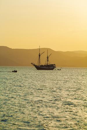 horizont: Ocean Sunset with Boat, Komodo Island Stock Photo