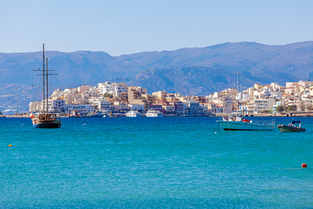 kreta: Agios Nikolaos City and Mediterranean sea with ships, Crete, Greece Stock Photo
