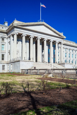 alexander hamilton: U.S. Treasury building and monument of Alexander Hamilton, Washington DC, USA Archivio Fotografico