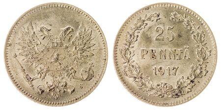 monedas antiguas: Moneda de plata de 25 pennia 1917 aislada en el fondo blanco, Finlandia