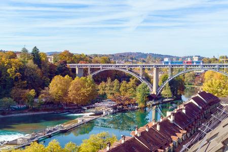 Kornhausbrucke, bridge over Aara river and old city, Bern, Switzerland Banque d'images