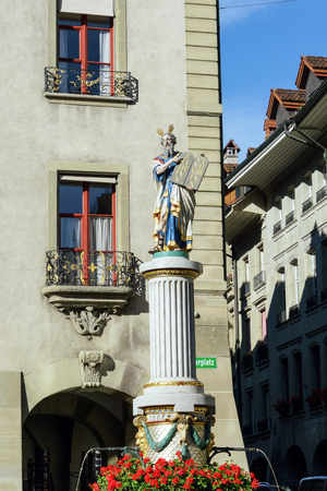 Moses with the Ten Commandments, One of the famous Renaissance fountains (XVII c.) in the center of the old city, Bern, Switzerland Banque d'images