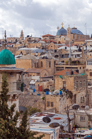 Jerusalem Old City Roofs with Holy Sepulcher Cathedral, Israel 免版税图像