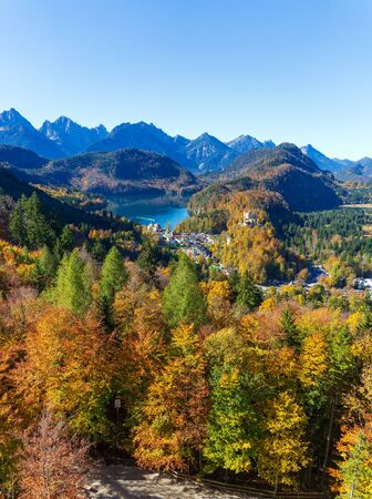 Hohenschwangau lake and Alps mountains at fall, Bavaria Standard-Bild
