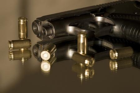 tiro al blanco: Las pequeñas pistolas de gas para defensa personal Foto de archivo