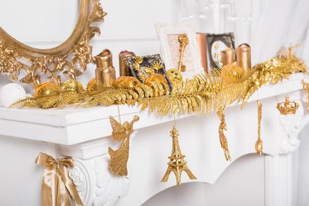 mantelpiece: christmas mantelpiece decoration Stock Photo