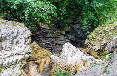 abatis: Canyon Cliffs littered with large stones. The collapse of the breed. No passage.