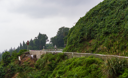 Hai Van Pass is one of the most beautiful mountain passes in Vietnam, which is the bridge connecting Danang and Lang Co Bay Kho ảnh