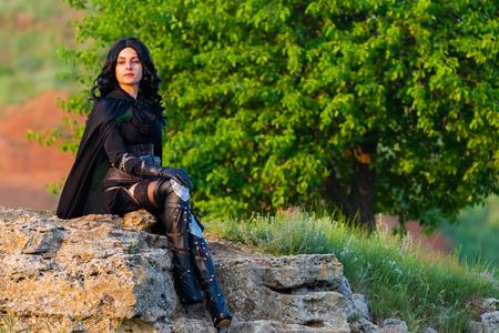Russland, Merzhanovo, 21. Mai 2018: Schießsitzung des schönen Mädchens der Fantasie cosplay in der Natur.