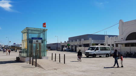 Portugal, Lisbon, October 02, 2018: Elevator or entrance to Terreiro do Paco metro station on Lisbon's embankment. 新闻类图片