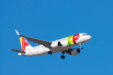 Portugal, Lisbon, October 09, 2018: Airplane of TAP PORTUGAL in blue sky. 新聞圖片