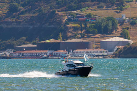 Portugal, Lisbon, October 08, 2018: Speed boat moving fast at river Tagus in Lisbon. 版權商用圖片