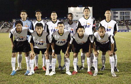 terengganu: TERENGGANU, MALAYSIA - JANUARY 30: Terengganu starting line up during their Malaysian Super League match against Kuala Lumpur January 30, 2010 in Terengganu, Malaysia.