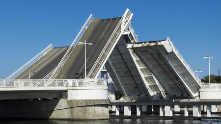 ダブル葉跳開橋ダブル - 守衛詰め所と橋 写真素材 - 52527786