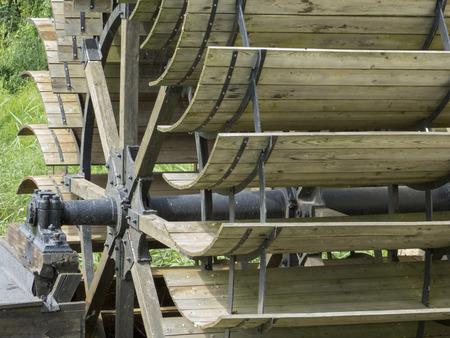 製粉所, 製材所 - 水車、歴史的な木製の車輪エネルギーの生成 写真素材