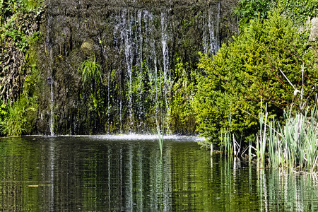 Cascade between Octagon Lake and Eleven Acre Lake 版權商用圖片 - 124719116