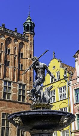 Neptune's Fountain in front of vintage architecture of Old Town - Long Market, Gdansk, Tricity, Pomerania, Poland Stockfoto