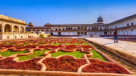 Anguri Bagh (Agbari Mahal, Aramgah or Anguri Bagh) known as Grape Garden with Khas Mahal and red sandstone arcades in the Agra Red Fort - Agra, Uttar Pradesh, India 新聞圖片