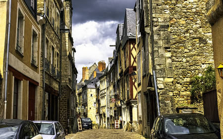 Vintage architecture of Old Town in Le Mans, Maine, France 新聞圖片
