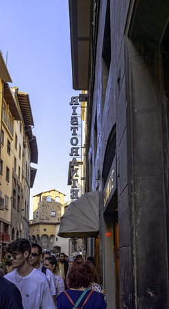 Street of Florence Old Town with vintage architecture in Florence, Tuscany, Italy 新聞圖片