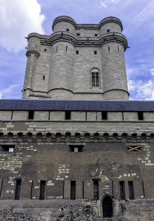 Chateau de Vincennes - massive 14th and 17th century French royal fortress in the town of Vincennes, Val-de-Marne, France 版權商用圖片 - 132419934