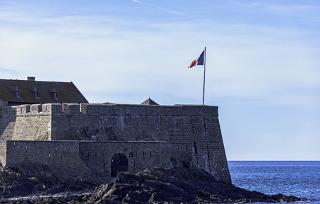 Fort de la Conchee - fortification on the rocky island of Quince, Brittany, France 版權商用圖片 - 132419964