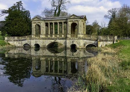 Octagon Lake and Palladian Bridge in Stowe, Buckinghamshire, United Kingdom 版權商用圖片