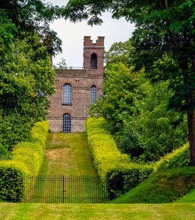 Belvedere Tower, Claremont Landscape Garden, Esher, United Kingdom 免版税图像