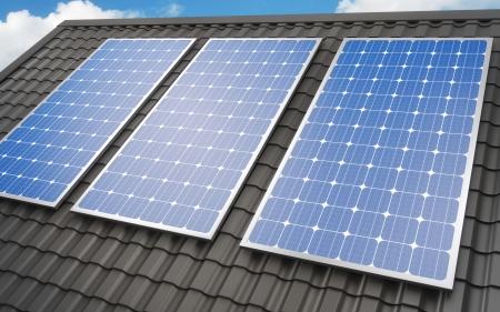 バック グラウンドの屋根にソーラー パネル