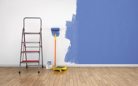 Painting walls in empty room. Renovation house Imagens