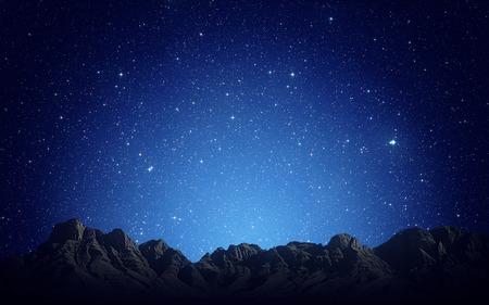 바위 산 배경 위에 밤 하늘
