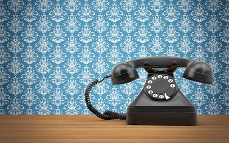 Vintage roterende telefoon op de houten tafel
