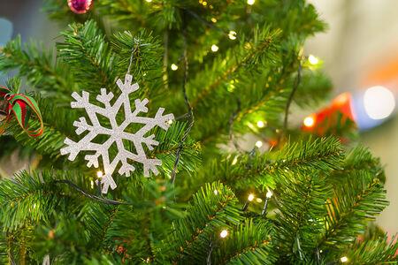 chirstmas: snow flake on chirstmas tree