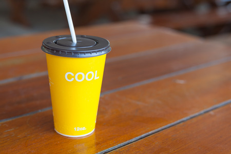 oz: cool 12 oz. yellow paper cup