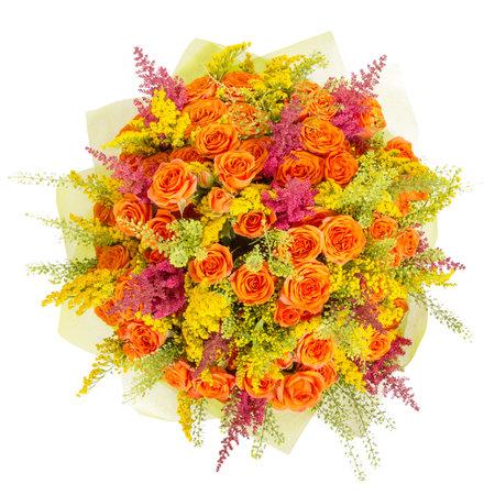 Boeket bloemen bovenaanzicht geïsoleerd op wit. Stockfoto