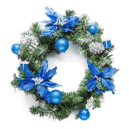 블루 크리스마스 화환 화이트에 격리입니다.