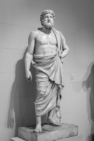 Ancient greek statue of a man. Foto de archivo
