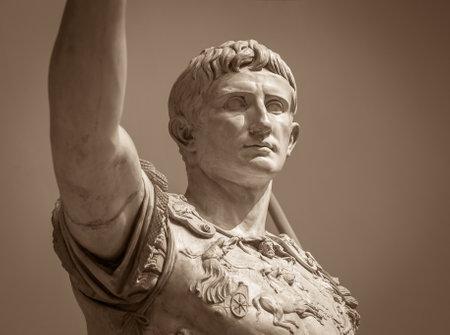 Statue of Roman Emperor Augustus on the via dei Fori Imperiali 스톡 콘텐츠