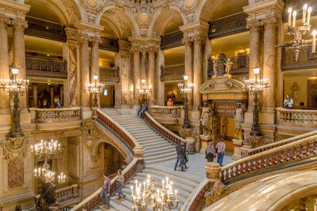 パリ、フランス、2017 年 3 月 31 日: フランス、パリ ・ オペラ座ガルニエの内部ビュー。それは 1861 年から 1875 年パリのオペラ座のために建てられま 報道画像