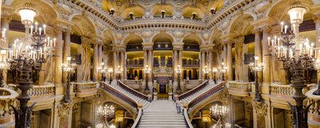 París, Francia, 31 de marzo de 2017: Vista interior de la Ópera Nacional de París Garnier, Francia. Fue construido a partir de 1861 a 1875 para el teatro de la ópera de París