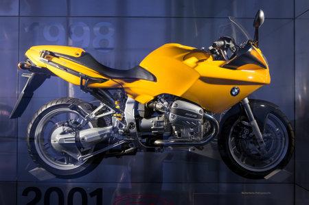 München, Duitsland - 10 maart 2016: Motorfietsvertoning in BMW-Museum