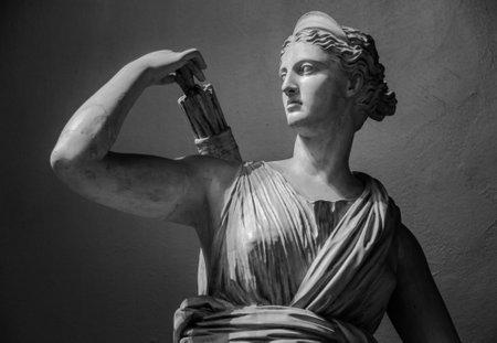 Classic white marble statuette Diana of Versailles Foto de archivo
