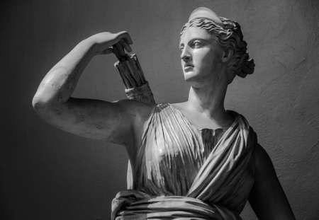 Classic white marble statuette Diana of Versailles Stockfoto
