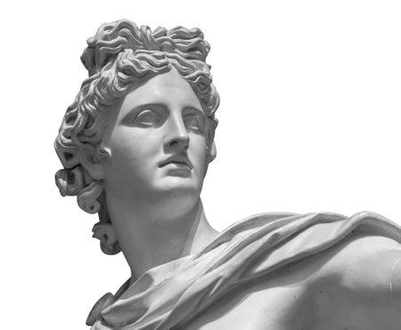 Portret van een pleisterstandbeeld van Apollo dat op wit wordt geïsoleerd