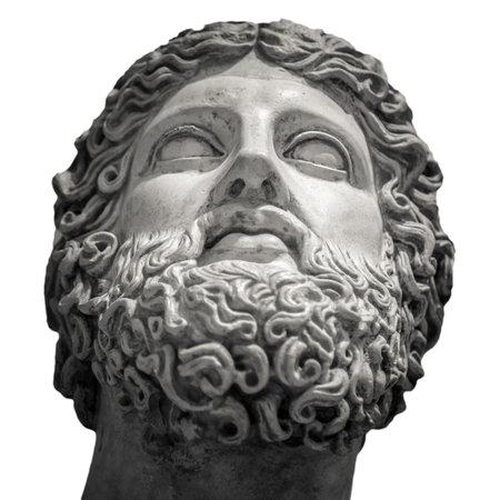 Detalle de cabeza y hombros de la escultura antigua.