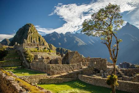 ペルー ・ マチュピチュ遺跡の最も有名な写真 写真素材 - 81147102