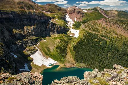 Waterton Lakes NP, Canada의 Akamina 능선 트레일에서 빙하 호수를 감상하십시오.